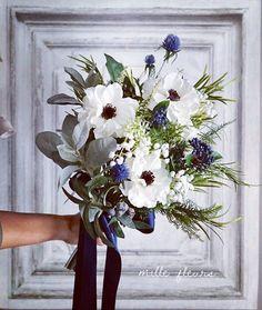 先日ミニリースをお届けした 方からメッセージを頂きました ご自分用の母の日のプレゼントに ミニリースをお選び下さったとのこと お母さまご本人から 選んでいただけたなんて とても光栄です ありがとうございました お写真はアネモネのボタニカルブーケ 花嫁様のチョイスは ネイビーのリボン ご結婚おめでとうございます #アーティフィシャルフラワー #ウェディングドレス #bouquet #weddingflowers #weddingbouquet #ブーケ #ウェディング #ウェディングフォト #ウェディングニュース #ナチュラルウェディング #ドライフラワーブーケ #ウェディングブーケ #ハワイウェディング #結婚式 #結婚式準備 #プレ花嫁 #日本中のプレ花嫁さんと繋がりたい #オーダーメイド #前撮り #アーティフィシャルフラワー #クラッチブーケ #2018春婚 #wedding #bridalbouquet #bridal #写真撮ってる人と繋がりたい #ドライフラワー #2018夏婚 #weddingtrends #アネモネブーケ #instagram…