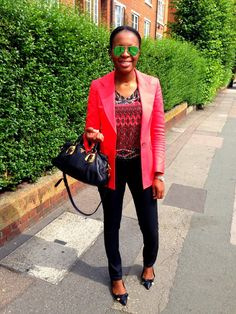 cleancutgoutchic Prada bag Burberry skinny jeans and pointy flats Ray Ban mirrored aviator shades
