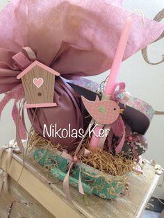 Πασχαλινό βαλιτσάκι με σοκολατένιο αυγό & λαμπάδα! www.nikolas-ker.gr Easter Candle, Easter Gift, Easter Crafts, Holiday Time, Easter Ideas, Cupcake, Packaging, Candles, Boho