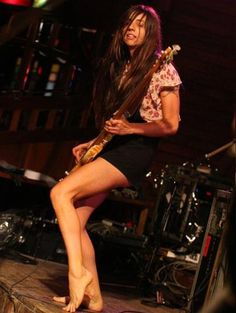 Paz Lenchantin - The Top Ten Female Bass Guitar Players