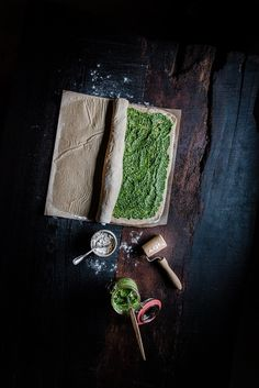 Hearty yeast braid with pesto Pesto, Chia Pudding, Step By Step Instructions, Italian Recipes, Food Photography, Berries, Baking, Breakfast Healthy, Braid