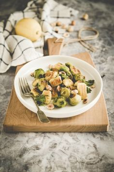 Cauliflower gnocchi with Brussels sprout and roasted hazelnuts - Gnocchi di cavolfiore, cavoletti di Bruxelles e nocciole tostate