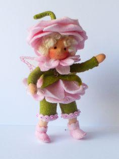 Het rozenmeisje,  gemaakt van sprookjesvilt en heel leuk in combinatie met de mus