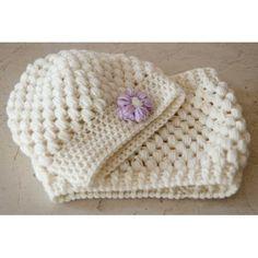 Cuffia scaldacollo bimba Chunky Cardigan, Wool Cardigan, Diy Crochet, Crochet Hats, Super Chunky Wool, Knit Jacket, Knitting Designs, Christmas Sale, Wool Coat