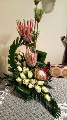 Resultado de imagem para arranjos florais grandes e para igreja