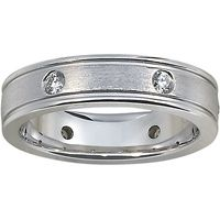 This modern band features a thin vertical row of diamonds against a matte, brushed finish for a stylish look. The softened inside edge provides increased comfort.