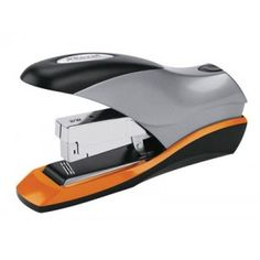 Grapadora de gruesos Rapid HD70 con capacidad de grapar hasta 70 hojas y un diseño compacto que la hace ideal para la oficina o el despacho en casa.   Profundidad de entrada de 55 mm.