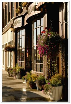Kalispell, Montana lovely old fashion downtown with many shops & restaurants