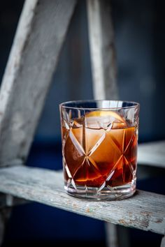 A rich and savoury addition to the Peach Wednesday library here at Liquid Culture. This classic Old Fashioned is adapted and combines a Vanilla and Fig Syrup, fresh peaches, bitters and bourbon. Whiskey Cocktails, Classic Cocktails, Cocktail Drinks, Cocktail Recipes, Alcoholic Drinks, Beverages, Bourbon Drinks, Liquor Drinks, Spring Cocktails