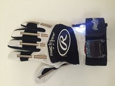 This Smart Glove Translates Sign Language to Text and Speech | Motherboard