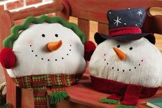 make a snowman face pillow for a gift? Christmas Bazaar Crafts, Christmas Sewing, Holiday Crafts, Christmas Holidays, Christmas Decorations, Christmas Ornaments, Christmas Cushions, Christmas Pillow, Snowman Faces