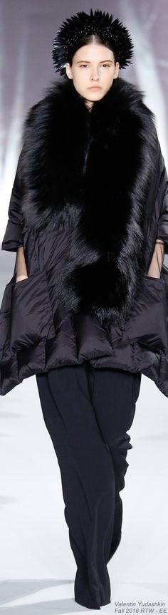 Fall 2016 Ready-to-Wear Valentin Yudashkin - EE