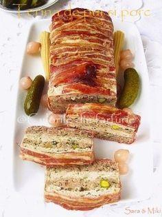Terina (terrine) specifica bucatariei franceze este un aperitiv elegant… Charcuterie, Chicken Terrine, Hungarian Recipes, Romanian Recipes, Romanian Food, Picnic Foods, Slow Food, Appetisers, Desert Recipes