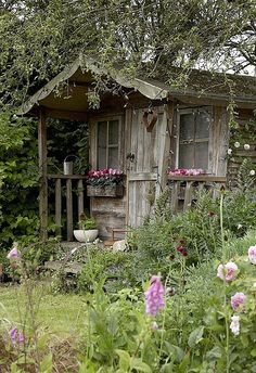 I am so in love with this. It's the inspiration for my gardening around the kids old playhouse.