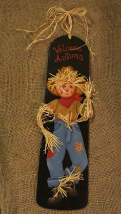 Painted fan blade with Scarecrow by MyPaintedSwan on Etsy Halloween Wood Crafts, Fall Crafts, Fall Halloween, Halloween Ideas, Decor Crafts, Holiday Crafts, Ceiling Fan Parts, Ceiling Fan Blades, Painted Fan Blades