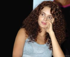 Medium Curly Hairstyles Kangana ranaut Latest Hairstyles, Easy Hairstyles, Hairstyle Short, Hrithik Roshan Hairstyle, Medium Curly, Popular Actresses, Girl Next Door, Actress Photos, Bollywood Actress