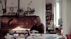 Paula Bonet trabajando en el libro 813 sobre François Truffaut