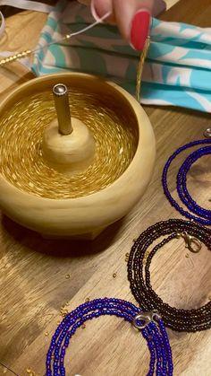 Handmade Wire Jewelry, Handmade Bracelets, Diy Bracelets Easy, Seed Bead Jewelry, Bead Jewellery, Body Chain Jewelry, Bracelet Crafts, Jewelry Crafts, Diy Earrings