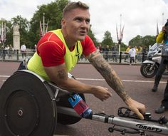 David Weir at the Bupa Westminster Mile 2014, this year he will return and attempt a three minute mile.  #WestminsterMile #Running #MayBankHoliday #ThisGirlCan