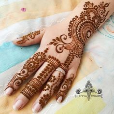 Explore latest Mehndi Designs images in 2019 on Happy Shappy. Mehendi design is also known as the heena design or henna patterns worldwide. We are here with the best mehndi designs images from worldwide. Henna Hand Designs, Eid Mehndi Designs, Mehndi Designs Finger, Mehndi Designs For Girls, Mehndi Designs For Beginners, Modern Mehndi Designs, Wedding Mehndi Designs, Mehndi Design Pictures, Beautiful Mehndi Design
