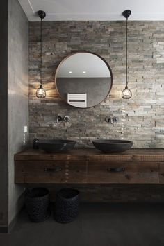 We show you 16 ideas so you can integrate the industrial style into your bathroom. With the industrial style you can achieve a simple bathroom, but with great design … 12 Stylish & Functional Bathroom Decor Ideas Bad Inspiration, Bathroom Inspiration, Modern Bathroom Design, Bathroom Interior Design, Modern Sink, Industrial Bathroom, Bathroom Styling, Beautiful Bathrooms, Home Remodeling