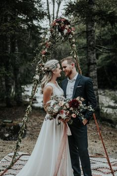 This Mt. Hood Elopement Has a Deliciously Beautiful Wine Color Palette | Junebug Weddings