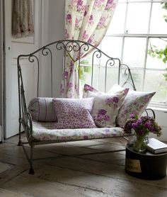 Shabby Chic furniture and style of decor displays more 'run down' or vintage items, or aged furniture. Shabby Chic is the perfect style balanced inbetween vintage and luxury, or '… Decor, Shabby, Chic Home, Cottage Decor, Chic Decor, Home Decor, House Interior, Shabby Cottage, Shabby Chic Homes