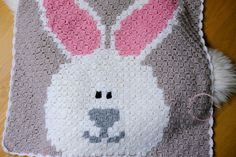 Simple crochet blanket from yarn scraps — -Free tutorial - Yarnhild C2c Crochet Blanket, Repeat Crafter Me, Cute Blankets, Yarn Stash, Beautiful Babies, Crochet Hooks, Color Change, Scrap, Tapestry