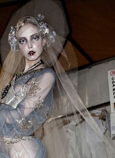 Backstage John Galliano F/W 2009, This is an amazing look. The tulle, makeup, flowers, a lot of possibilities