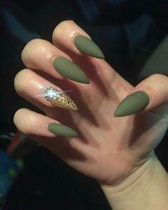 Este verde con un toque de dorado