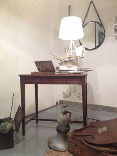In-officina, home office, recycle, book lamp Angolo ufficio, recupero creativo di libri per una lampada, riuso