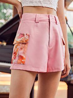 Zipper Fly Floral Print Flap Pocket Shorts | SHEIN USA Shorts With Pockets, Pocket Shorts, Pink Patterns, Pocket Detail, Fashion News, Short Dresses, Floral Prints, Mini Skirts, Zipper