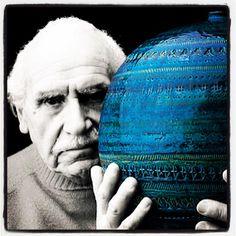 Partnering with Italian ceramics manufacturer Bitossi Ceramiche, Aldo Londi is known for his numerous ceramic designs and his iconic Rimini Blu series Glass Ceramic, Ceramic Pottery, Pottery Art, Vintage Pottery, Pottery Studio, Pottery Ideas, Porcelain Tile, White Porcelain, In Loco