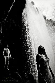 Unbelievable wedding photo behind a waterfall   Natan Fotografia