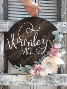 Round name sign, round wood sign, circle name sign, round sign, woo… Baby Boys, Little Baby Girl, Little Babies, Nursery Name, Nursery Signs, Girl Nursery, Girl Room, Wood Name Sign, Wood Signs