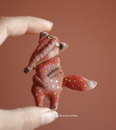Ароматизированные куклы - tanajpapirmaches Jimdo-Page! Brooches Handmade, Handmade Toys, Food Art For Kids, Fox Toys, Funky Art, Textile Fiber Art, Lovely Creatures, Fox Art, Little Monsters