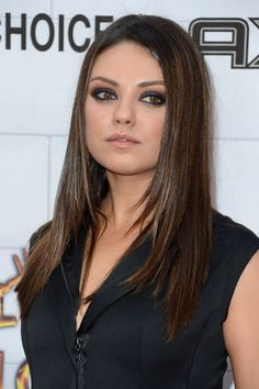 """Mila Kunis Photos - Actress Mila Kunis arrives at Spike TV's Annual """"Guys Choice Awards"""" at Sony Pictures Studios on June 2012 in Culver City, California. Face Framing Layers, Spike Tv, Glenn Close, Sundance Film Festival, Mila Kunis, Layered Hair, Hair Inspo, American Actress, Girl Pictures"""