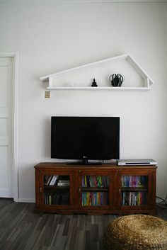 hotel mama: DIY hylly Flat Screen, Lifestyle, Diy, Blood Plasma, Bricolage, Flatscreen, Do It Yourself, Homemade, Dish Display