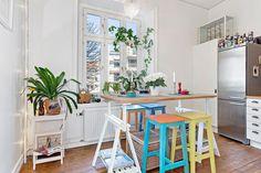 Casinha colorida: Um quarto e sala escandinavo muiiito na moda