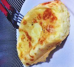 O Pão de Queijo de Frigideira (Com Goma de Tapioca) é delicioso, prático e perfeito para um lanche leve e saboroso. Faça e confira! Veja Também:Pão de Que