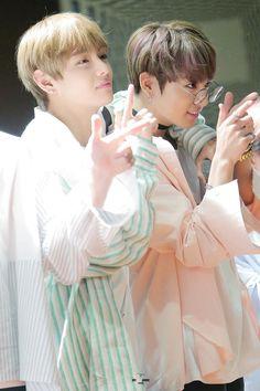 V and Jungkook ❤ BTS Aladin Fansign (170223) #BTS #방탄소년단