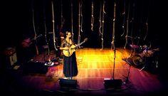 """é sobre a música popular brasileira e seus autores, a última publicação de 2015 em meu blog sobre música e arte... elisa fernandes e o grupo """"nós de cabrália"""", com a canção """"orquestra""""... um feliz 2016 à todos... >>> betomelodia - música e arte brasileira: Orquestra, Elisa Fernandes, do Grupo Nós de Cabrál..."""