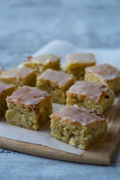 Verdens bedste citronkage (med marcipan og hvid chokolade) - Julie Bruun Danish Dessert, Danish Food, Cake Recipes, Dessert Recipes, Desserts, Scandinavian Food, Crazy Cakes, Biscuits, Sweets Cake