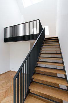Treppe Wohn- und Geschäftshaus Pelkovenstraße München - Hints for Women