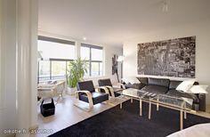 Finnish living room  with Alvar Aalto chairs & lamps. / Olohuoneessa Alvar Aallon tuolit & lamput