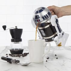 Thinkgeek's $40 R2D2 French press coffee-pot starts shipping in early November, in time for Xmas delivery. Holds 32oz, BPA-free, and the carafe is dishwasher safe.