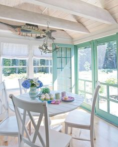 cottage homes Even the simplest sunrooms are full of charm (: Images reprinted from Simply by the Sea: Designing Cottages, Homes, and Bungalows by the Sea by Tracey Rapisardi) Cottage Style Living Room, Cottage Style Bedrooms, Beach Cottage Style, Cottage Style Homes, Beach Cottage Decor, Coastal Cottage, Beach Cottage Exterior, Cottage Porch, Cottage Style Decor