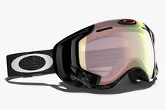Oakley Airwave 1.5 Snow Goggle •Integrated within the goggle is a device called Mod Live which acts like a car speedometer. The goggle's integrated GPS system accurately measures speed down the mountain, jump analytics (height and airtime) and vertical distance traveled. Also, finds pinpoint locations on resort maps for locating specific runs. You can locate and track friends on the mountain who have an Airwave goggle or app on their smartphone.