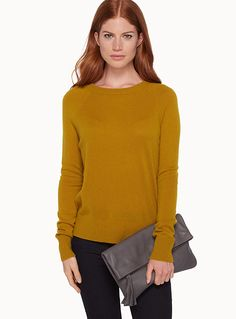 Exclusively from Contemporaine     Ultra soft and luxurious fibre   A classic, ultra comfortable sweater with an asymmetric ribbed trim   High crew neck    The model is wearing size small