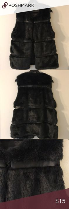 Cool Faux Fur Vest😎 *Spring Layers*🌸🌼🌸 Cool Faux Fur Vest with faux leather contrast stripes. Perfect to layer this Spring season. Size is XL but fits more like a M/L for me (Which is not my size anymore 😆). Members Only Jackets & Coats Vests